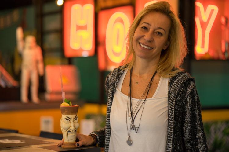 Έλερυ, 47, έμπορος