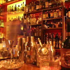 αλκοόλ εν ώρα εργασίας, λόγοι που ο καλεσμένος θα γυρίσει πίσω το ποτό του, υψηλή κατανάλωση αλκοόλ